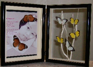 Table Mounted Frame, interconnected with 2 hinges. It can be a photoframe or your favorite quotations.